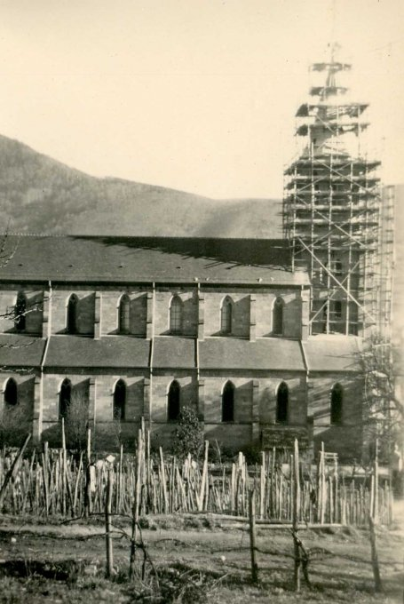 13 - La reconstruction du clocher de l'église de Wihr-au-Val en 1952