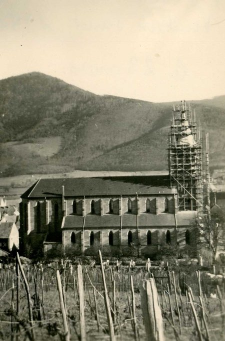 12 - La reconstruction du clocher de l'église de Wihr-au-Val en 1952